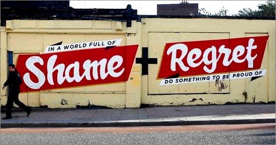 Un graffito lasciato lunedi scorso da un writer su un muro di Dublino