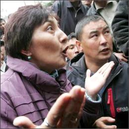 Scontri in Kirghizistan: il governo si dimette e il primo ministro fugge