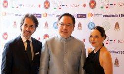 Antonio Falanga e Grazia Marino di 'Spazio Margutta' insieme a S.E. l'Ambasciatore del Regno di Thailandia Mr. Tana Weskosith