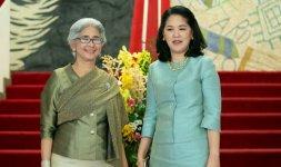 A sinistra la Segretaria dell'Ambasciatore del Regno di ThailandaSig.ra Jirawan insieme alla consorte dell'Ambasciatore di Thailandia Mrs. Jitpachong