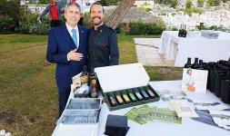 Lo Chef Renato Bernardi insieme a Renato Verzari, in rappresentanza del Consorzio Olivicolo Italiano UNAPROL