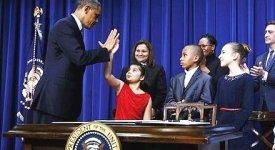 La svolta di Obama, firmati i 23 provvedimenti contro le armi facili