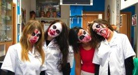 Camouflage, lattice e carta velina: ad Halloween così nasce l'horror clown dell'Hard Rock Cafè