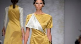 Abiti talari e mantelle in velluto e satin per le vestali 'Muqarnas' di Sabrina Persechino