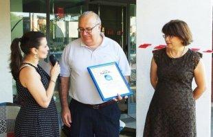 La giornalista Federica Rinaudo e i rappresentanti dell'associazione culturale 'Grillo Parlante'