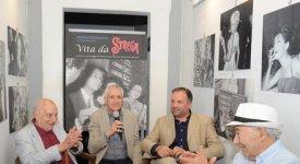 Tra cultura e costume, gli anni d'oro del Premio Strega negli scatti del Maestro Carlo Riccardi