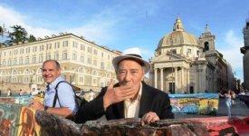 130 metri di creatività: Piazza del Popolo avvolta dalla Maxitela di Carlo Riccardi