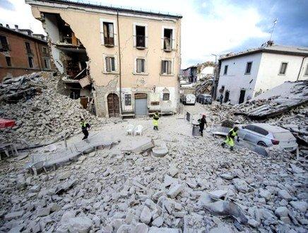 L'ESPERTO INGV: «Possibile una seconda scossa forte». CRI, ecco cosa fare in caso di terremoto