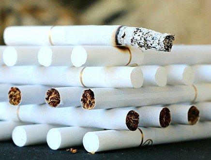 Fumo: quasi azzerato il divario di genere, uomini e donne insieme nel consumo di bionde