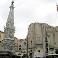 Piazza San domenico Maggiore a Napoli [Fonte: dal web]