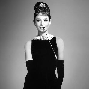 Audrey Hepburn: un'icona di stile in tubino nero