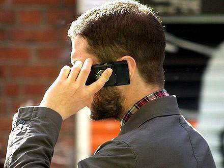 Stop ai costi di roaming e regole più semplici, via libera alle nuove regole di telefonia in Ue