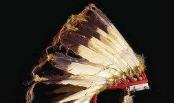 Copricapo di piume - Tribù Sioux - fine secolo XIX, piume d'aquila, pelle, panno e perline di vetro