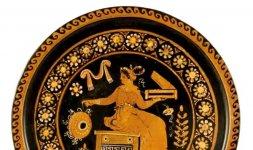 Piatto apulo a figure rosse. Attribuibile alla bottega dei Pittori di Dario e dell'Oltretomba 340-320 a.C.