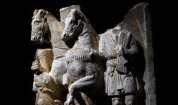 Urna cineraria con la rappresentazione del mito di Enomao, III-II secolo a:C.