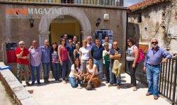 PADULA - Il gruppo di giornalisti del press tour al Museo Storico Documentario Multimediale insieme alla giunta comunale