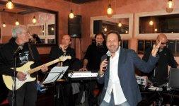 Dal vivo con I Soliti Ignoti Band cantando 'Selfie Coatto'