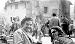 Ugo Tognazzi sul set a Vicovaro (Rm) nel 1963