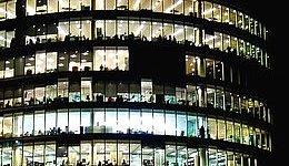 Bolletta elettrica aziendale: la più costosa si paga nel Belpaese