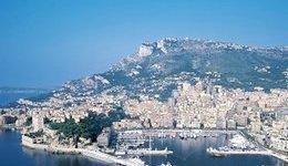 Tra lussi e risparmi la vacanza degli europei è in riva al mare