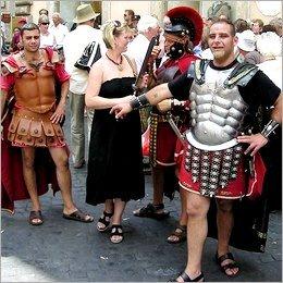 Tassa sui turisti: dai 2 ai 3 euro a notte per visitare Roma