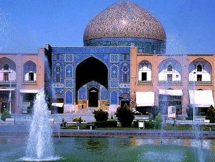 Tra fontane e palazzi sontuosi, in Iran torna il turismo delle Mille e una Notte