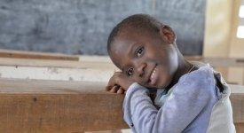 Sguardi dal Togo, dove «i giardini dei bambini sanno di deserti senza giostre»