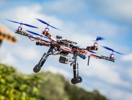 A lavoro nei campi: un algoritmo ispirato alle api lancia la nuova applicabilità dei droni