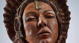 Oro, mistero e metafore di vissuto: a Roma l'Incontro con gli Etruschi di Lorenza Altamore