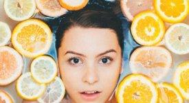 Fiori, piante e frutti: la crema viso cambia stagione. 5 consigli per la cura di sé