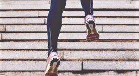 Tutti pazzi per le scale: a piedi o di corsa è il nuovo workout da quarantena