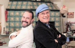 Luca Sardella insieme allo chef Renato Bernardi durante le riprese